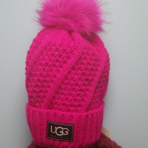 9e89725277c UGG Cable Knit Pom Beanie. M 5c292b20aa8770c41063bf08